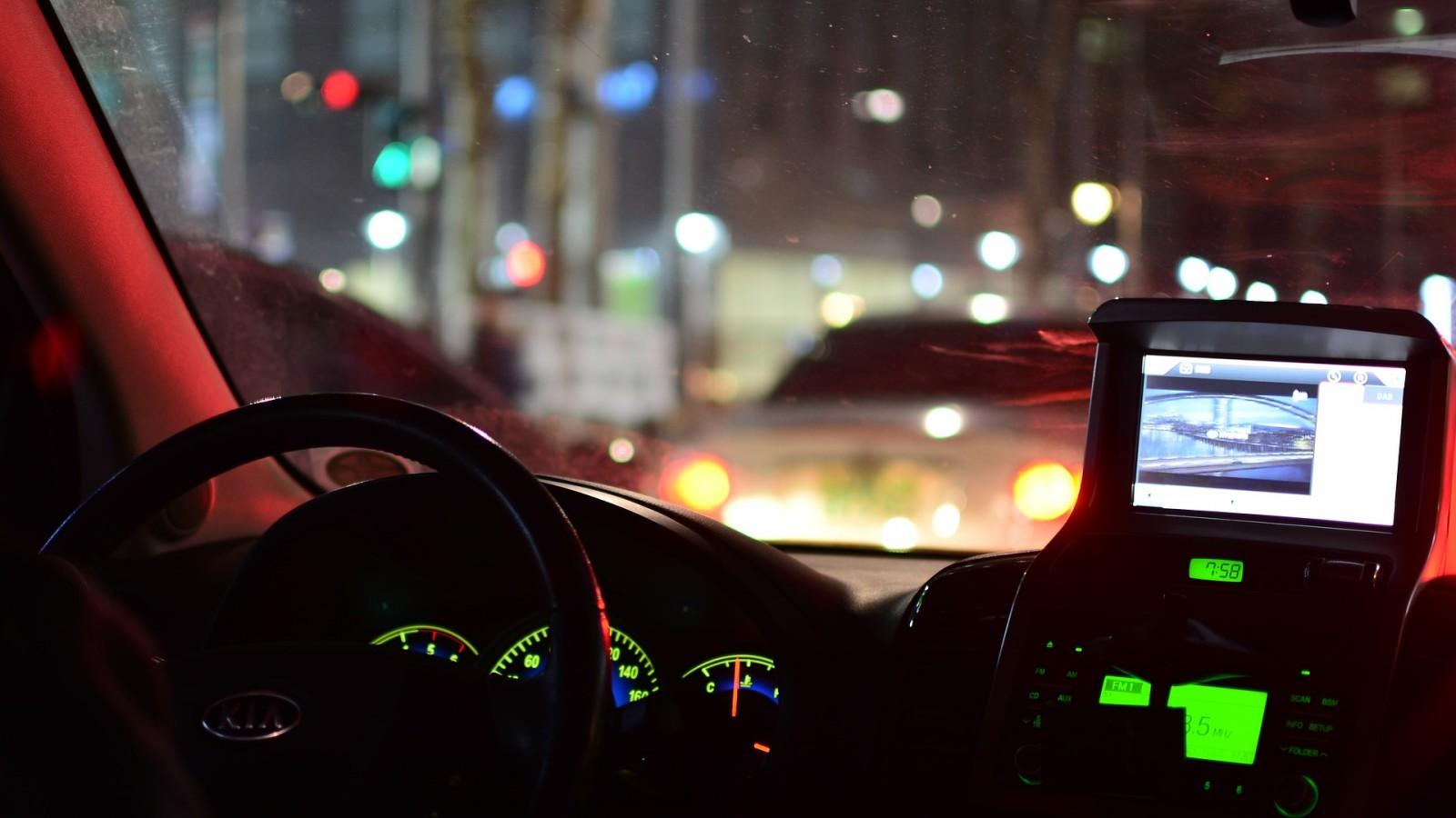 vezetés gyakorlás éjszaka