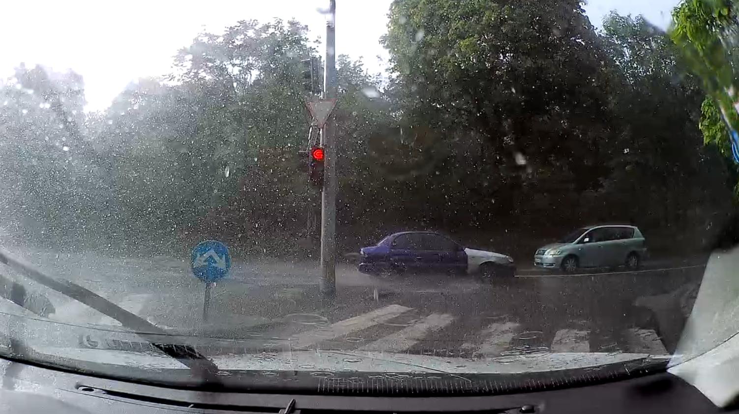 Vezetés esőben kezdő jogosítvánnyal