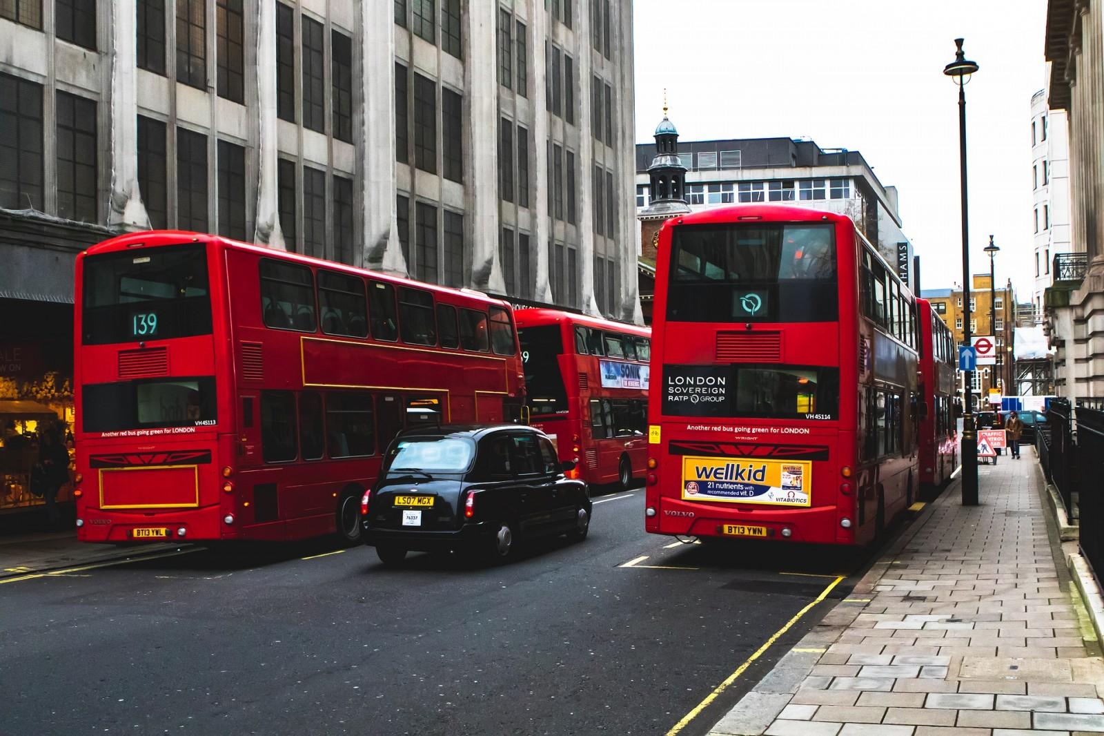Gyakorló vezetés autóbusz, személyautó